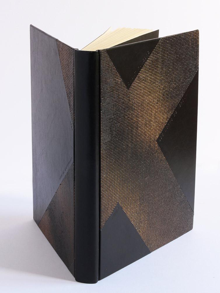 Bradel garde papier bord à bord, box et cuir estampé